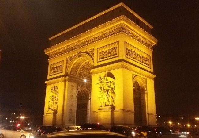 夜景の凱旋門