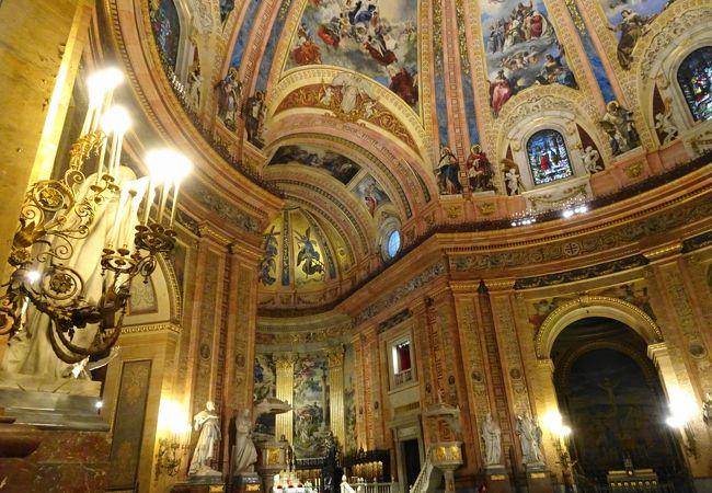 マドリッドで最も美しい教会といわれている