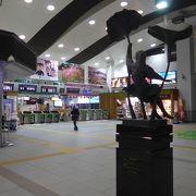 東西の入り口を広々とした自由通路で結ばれている駅です!!