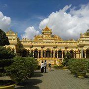 文化が融合しすぎな、何でもありのお寺です。