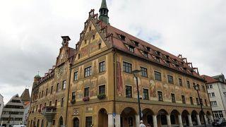 壁画も綺麗なウルム市庁舎、食事に迷ったらラーツケラーで
