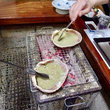 カニ味噌甲羅焼き。混ぜる手と甲羅を回すを止めてはいけません
