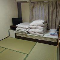 ベッドもありますが、布団を敷いて寝ました。