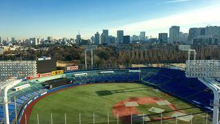 空の見える野球場