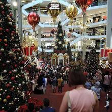豪華なクリスマスの飾りつけ