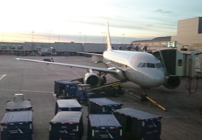 現在、空港拡張中