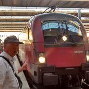 スペイン高速鉄道みたいな無料の飲み物・軽食サービスはなかったです。