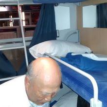 一昔前の1970年代の国鉄の上野・金沢間の夜行寝台列車を思い出させる