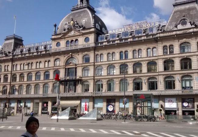 デンマーク最古の百貨店で、立派な建築様式が目をひきました