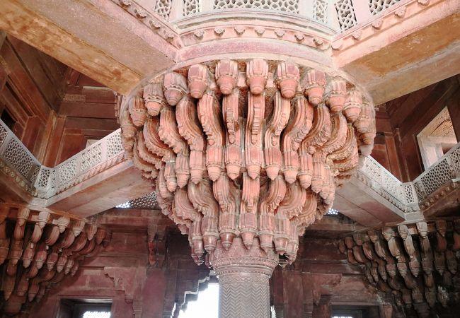 宗教融合の彫刻