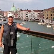 ローマ広場からサンタ・ルチア駅の方向に行くときに、この憲法の橋(カラトラヴァ橋)を渡りました