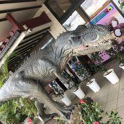 紅イモタルトより恐竜が目を引く
