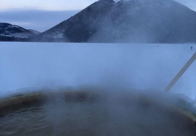 氷上の露天風呂
