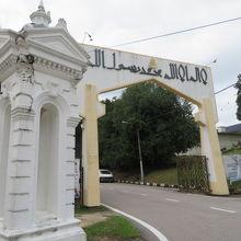 アブバカールモスクの入口