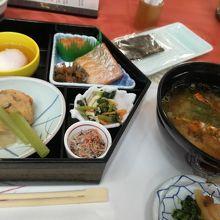 朝食のお味噌汁に、前夜の伊勢海老が入って美味しかった