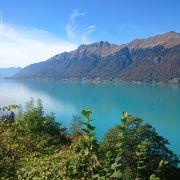 スイス・ブリエンツ湖の青緑色の輝きと深まる秋【スイス情報.com】