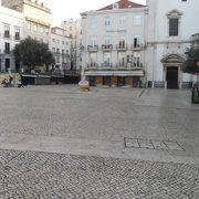 「ドナ・マリア2世国立劇場」の隣の広場