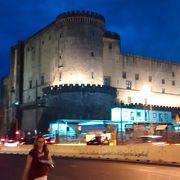 この近辺は、ナポリを訪問するなら、是非訪れるべきです。