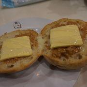 マカオ式の朝食、パンが美味しい