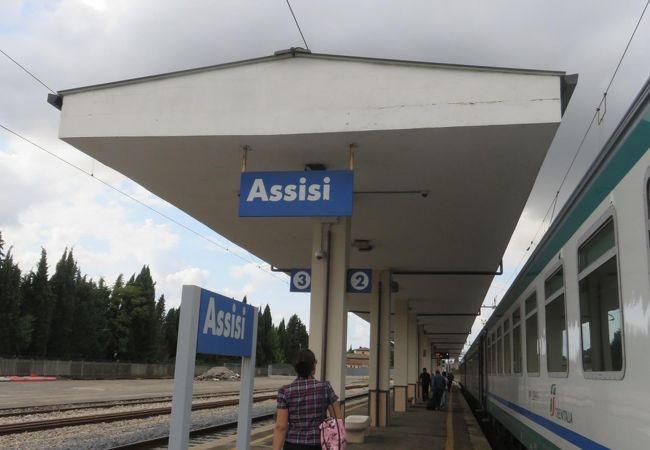 こじんまりした駅ですが、駅舎が素敵でした