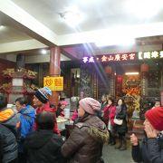 金包老街のど真ん中のお寺の中にある名店です。