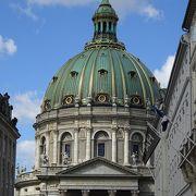 アマリエンボー宮殿の目の前の教会