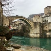 モスタルの旧市街の古い橋の地区は世界遺産