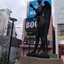 自由の女神像 「あおぞら」