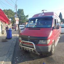 ディドベ市場の店とクタイシ行きのミニバス