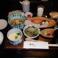 土鍋で炊いた岩舟産コシヒカリの朝食。
