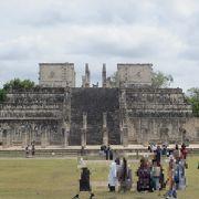 ピラミッド頂上部にあった神殿入り口には生贄の心臓が置かれたチャックモール像が横臥していました。