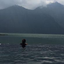バトゥール湖が見渡せる