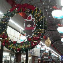 12月だったのでクリスマスリースや電飾が飾られ華やかでした