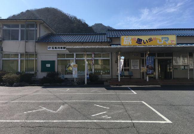 石見銀山への拠点駅でもあります。