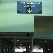 気を付けて下さい。DPSの入国審査区域ばかりでなくとも、屋内は写真撮影が制限されています。