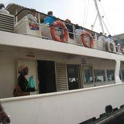 観光客で賑わっていたゴレ島へのフェリー