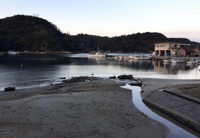 温泉津港には小さい船が少しだけ係留されていました。