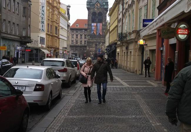 火薬塔に似た建物があります。