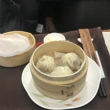 お腹いっぱいでしたので、鼎泰豊の小籠包のみ