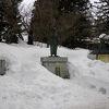 上杉神社内の「上杉鷹山公之像」は立像です