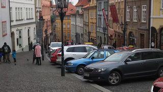 プラハ城につづく坂道
