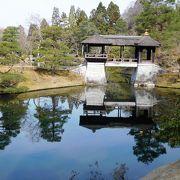 下御茶屋、中御茶屋、上御茶屋の3っつに分かれた建物や庭を見ることができます。