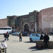17世紀頃に栄えた古都メクネスの旧市街は、いまだに古都の趣を保っており落ち着いた雰囲気です。