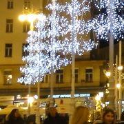 イェラチッチ広場の東側