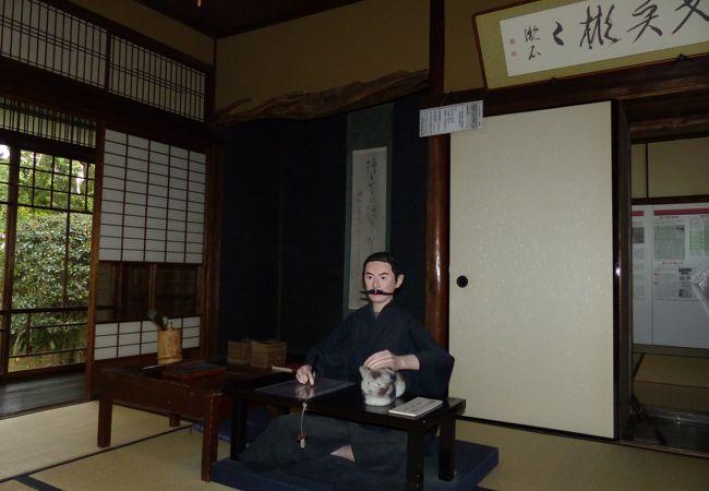 漱石先生の人形がお出迎え