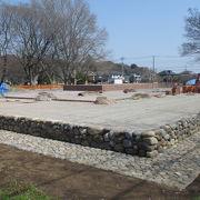 金堂跡が基壇の整備中でした。