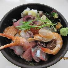 具沢山の海鮮丼