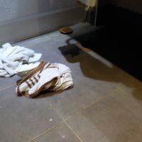 逆流で水びたしになった洗面所