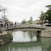 一枚岩の橋です