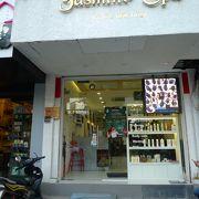 シャンプー&ドライ900円、慣れた店なので安心できる。